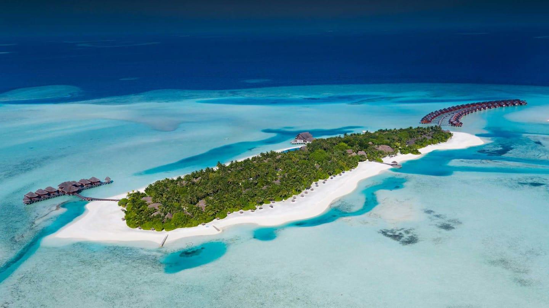 https://assets.anantara.com/image/upload/q_auto,f_auto/media/minor/anantara/images/anantara-dhigu-maldives-resort/the-resort/anantara_dhigu_island_aerial_header_1920x1080.jpg