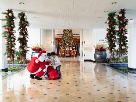 Festive Cheer Embraces Anantara Siam Bangkok Hotel