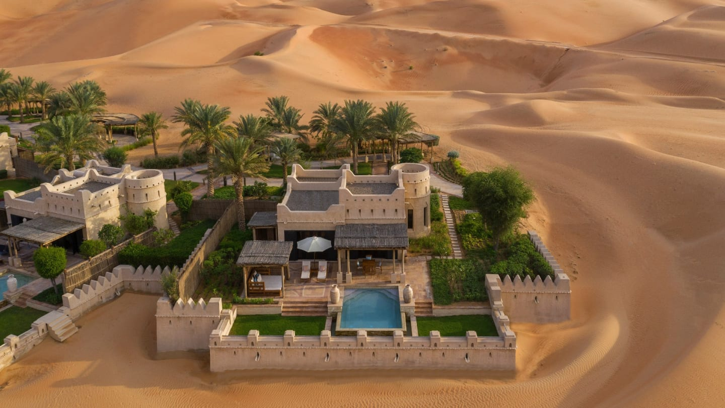 https://assets.anantara.com/image/upload/q_auto,f_auto/media/minor/anantara/images/royal-pavilion-villas-by-qasr-al-sarab/accommodation/room-type/guest_room_royal_pavilion_villa_exterior_view_1920x1080.jpg