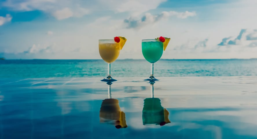 Beverages by the Swimming Pool Overlooking the Ocean at Anantara Oman