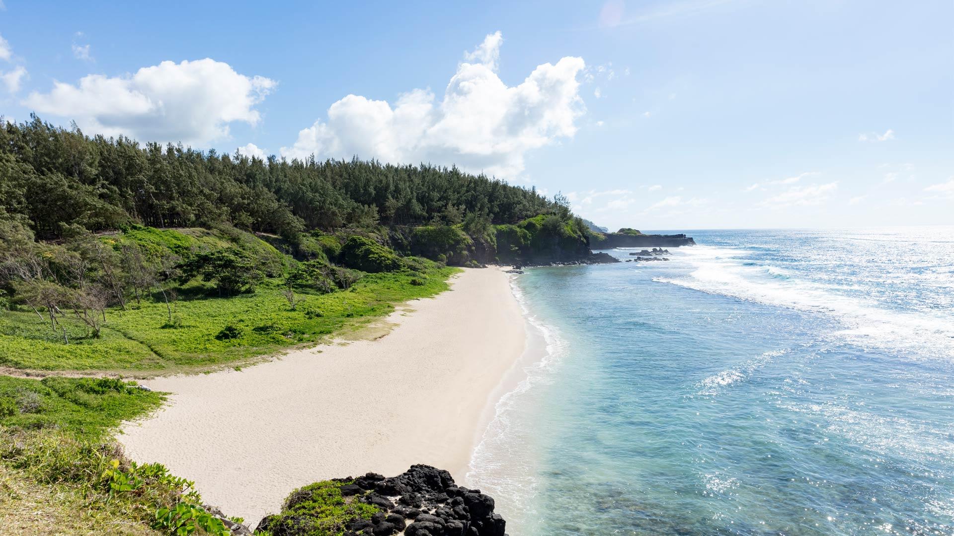 https://assets.anantara.com/image/upload/q_auto,f_auto/media/minor/anantara/images/anantara-iko-mauritius/destination/anantara_iko_mauritius_beach_1920x1080.jpg