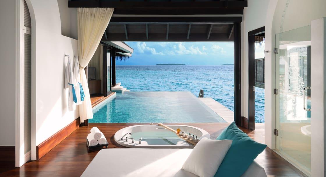 over water villen malediven anantara kihavah over water poolvillas. Black Bedroom Furniture Sets. Home Design Ideas