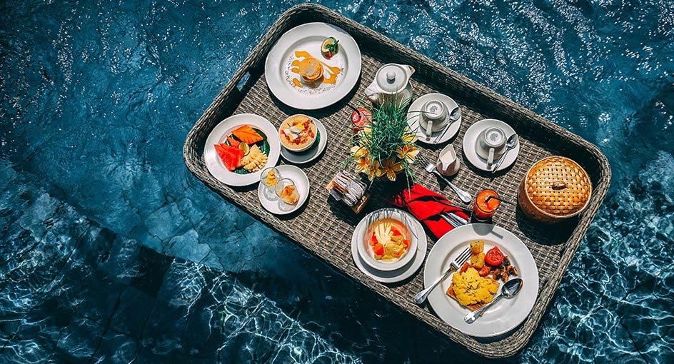 anantara floaties floatingbreakfas offersl 944x510 2