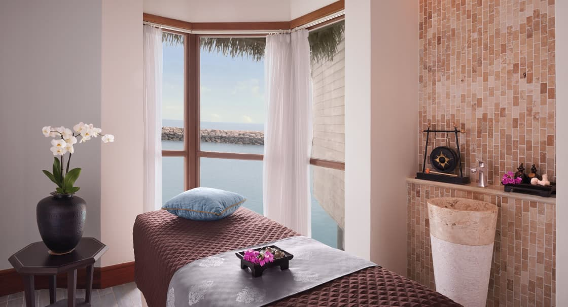Single Treatment Room in Doha Overlooking the Ocean