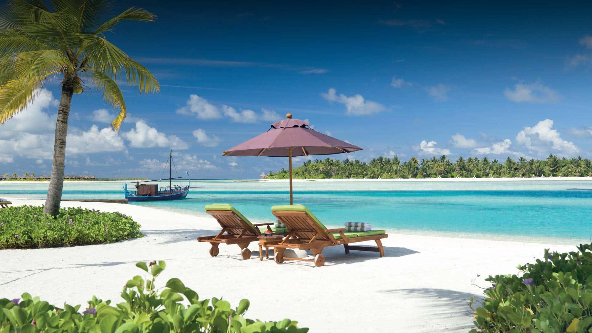 https://assets.anantara.com/image/upload/q_auto,f_auto/media/minor/anantara/images/naladhu-private-island-maldives/the-resort/desktop-banner/naladhu_private_island_beach_and_lagoon_header_1920x1080.jpg