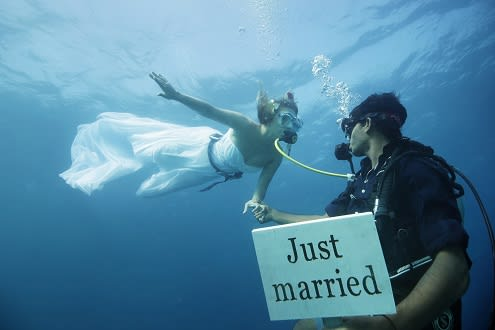 Dive into Romance with Anantara Kihavah Maldives Villas'  Underwater Weddings