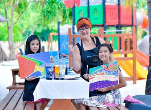 Anantara Kihavah Maldives Villas Invites Guests To Paint In Paradise With Renowned Resident Artist