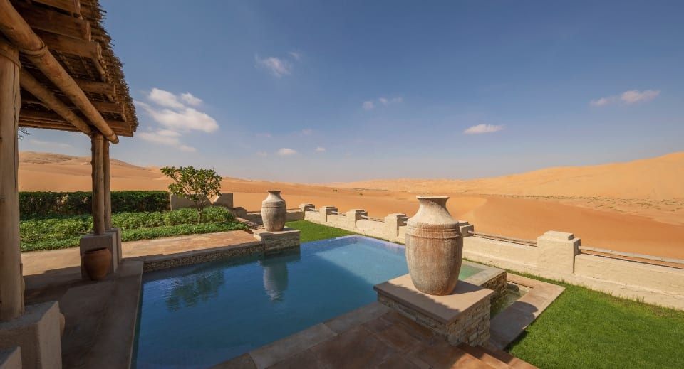 https://assets.anantara.com/image/upload/q_auto,f_auto/media/minor/anantara/images/qasr-al-sarab-desert-resort-by-anantara/new-images-2020/960x519/guest_room_royal_pavilion_villa_outdoor_pool_terrace_desert_view_960x519.jpg