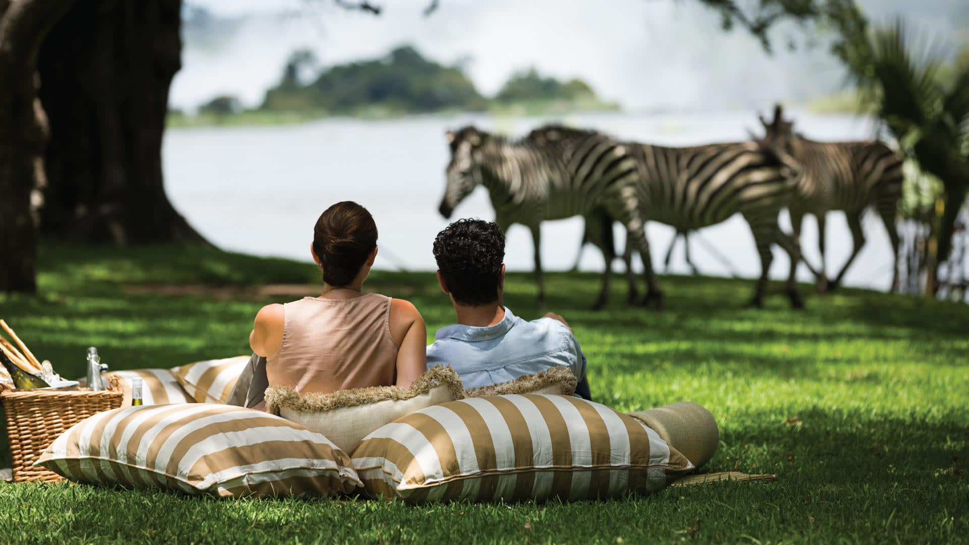 https://assets.anantara.com/image/upload/q_auto,f_auto/media/minor/anantara/images/royal-livingstone-by-anantara/the-resort/desktop-banner/royal_livingstone_by_anantara_header_1920x1080.jpg
