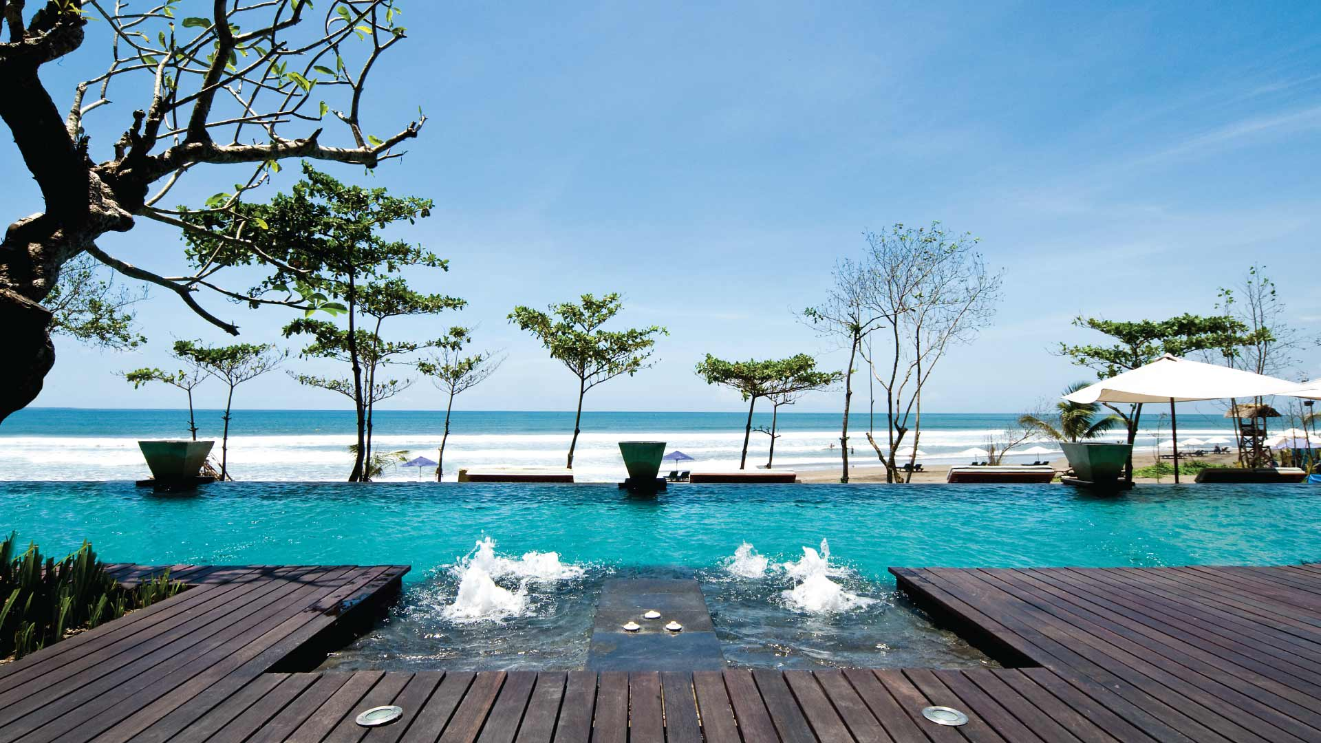 https://assets.anantara.com/image/upload/q_auto/media/minor/anantara/images/anantara-seminyak-bali-resort/the-resort/anantara_seminyak_infinity_edge_pool_header_1920x1080.jpg