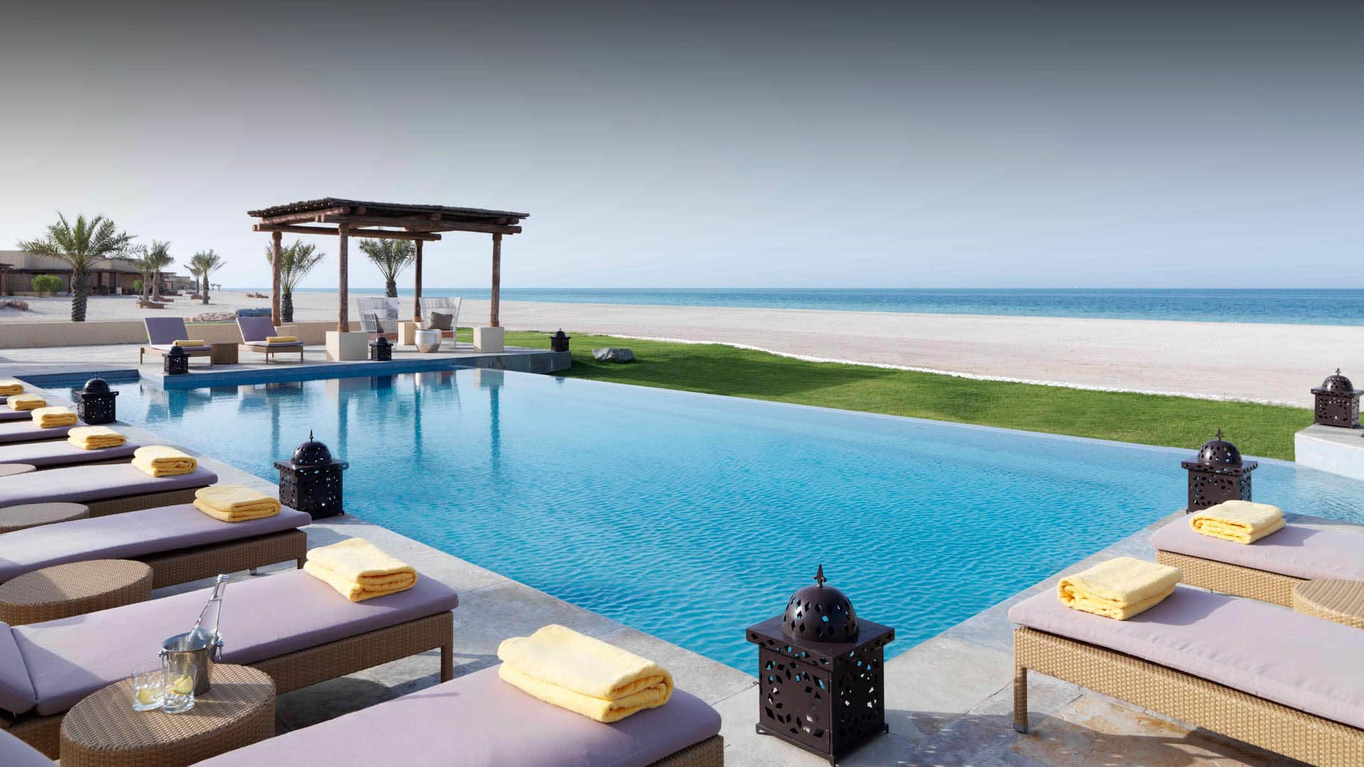 https://assets.anantara.com/image/upload/q_auto/media/minor/anantara/images/anantara-sir-bani-yas-island-al-yamm-villa-resort/the-resort/desktop-banner/anantara_al_yamm_header_1920x1080.jpg